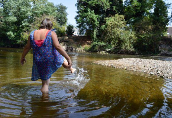 Les pieds dans l'eau © OT Val de Sioule